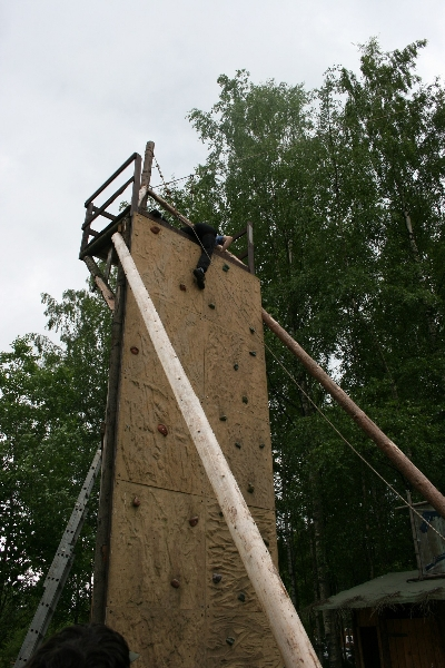 Высота скалодрома 6 м
