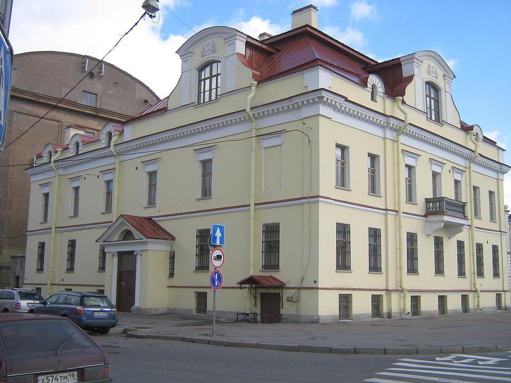 1024px-Muzey_Sankt-Peterburg_2011_3144_2