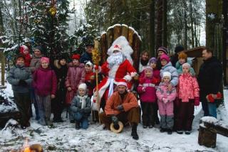 Дед мороз с ребятами